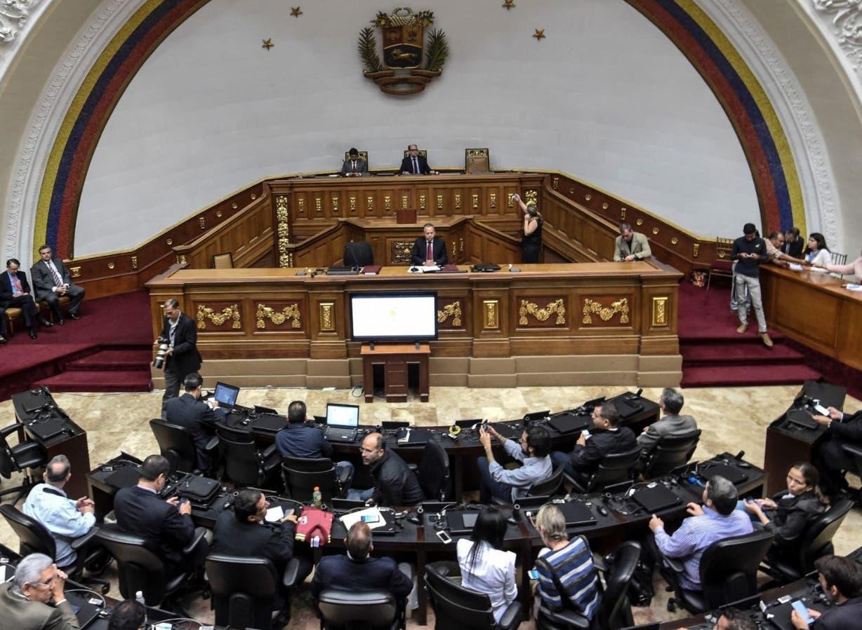 El Parlamento venezolano, que controla la oposición, denuncia al gobierno ante la OEA.