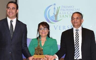 Oficina de Hacienda recibe premiación