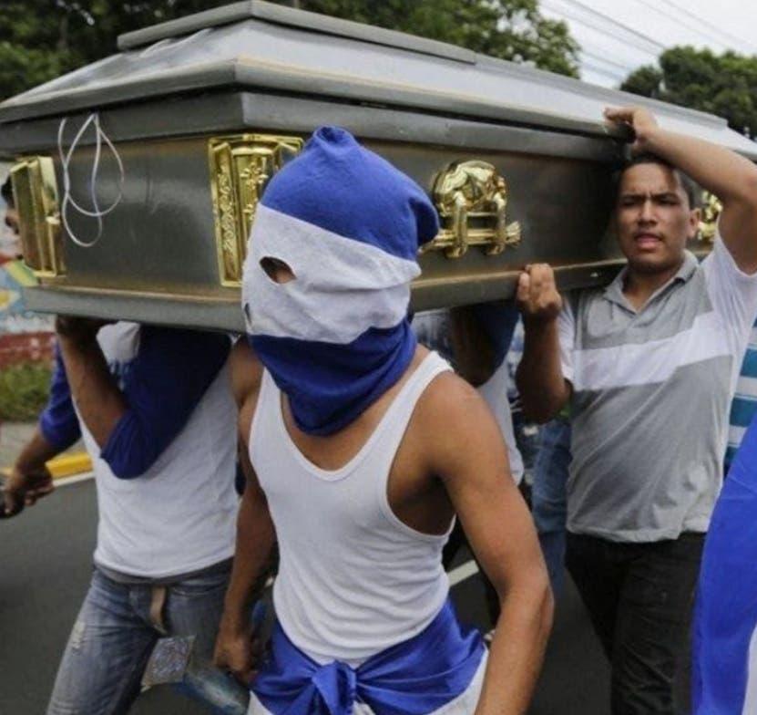 Decenas de estudiantes  han muerto en protestas callejeras.