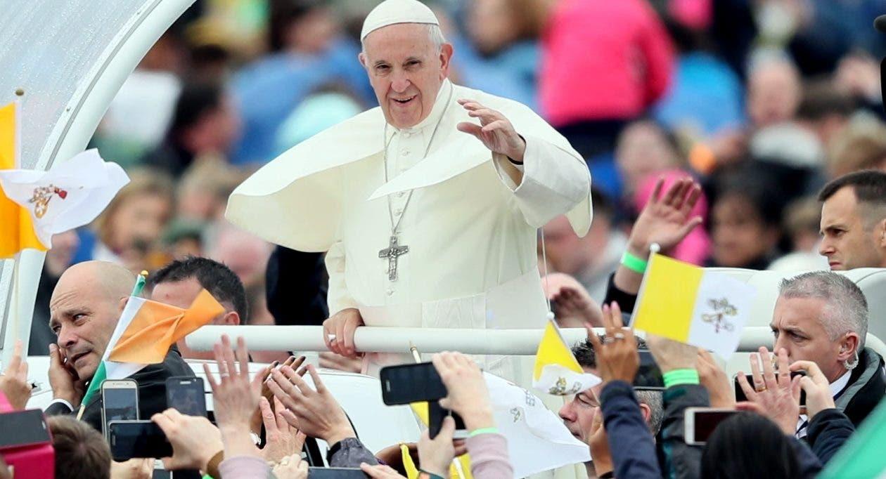 El papa Francisco viajó a Roma, luego de una intensa actividad religiosa en Irlanda.