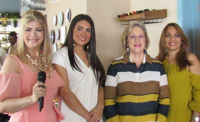 Adelina Jorge Elías, Sarah López Jorge, Roxana Dargam Azar y Martha Rosario.