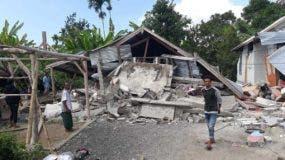 El  sismo se produjo de madrugada y sacudió  la  isla turística de Lombok, en Indonesia.