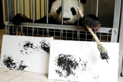 Más de 100 obras suyas se venden online a 490 euros.