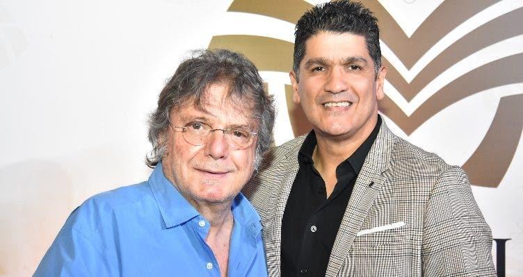 El baladista español Braulio junto a Eddy Herrera.