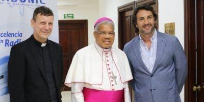 El padre Lucas Burato, monseñor Francisco Ozoria Acosta y Leonardo Ostropolky.