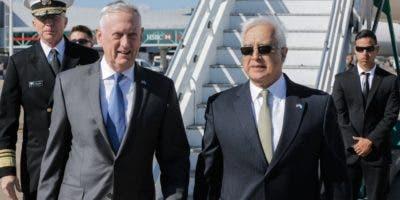 El secretario de Defensa de Estados Unidos arriba a Buenos Aires, en su gira por la región.