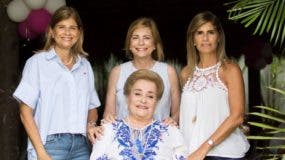 Amada Pittaluga de González  junto a hijas y ejecutivas de la empresa.