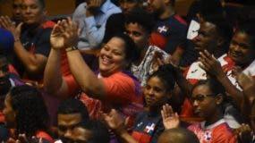 Atletas y dirigentes celebran con algarabía el anuncio del paquete de incentivos que  hicieron  Miderec y el Invi.   Alberto Calvo