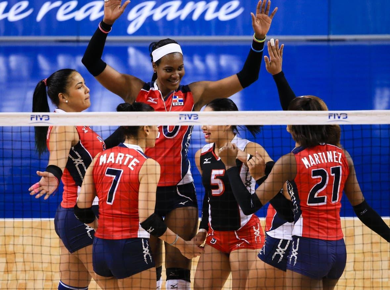Las dominicanas celebran una jugada durante uno de los eventos.  Fuente externa