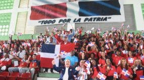 Algarabía entre atletas y dirigentes durante el recibimiento ayer a los medallias en los Juegos Centroamericanos y del Caribe, de Barraquilla, Colombia..  Alberto Calvo