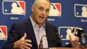 El comisionado Rob Manfred enfrenta el dopaje en el béisbol.