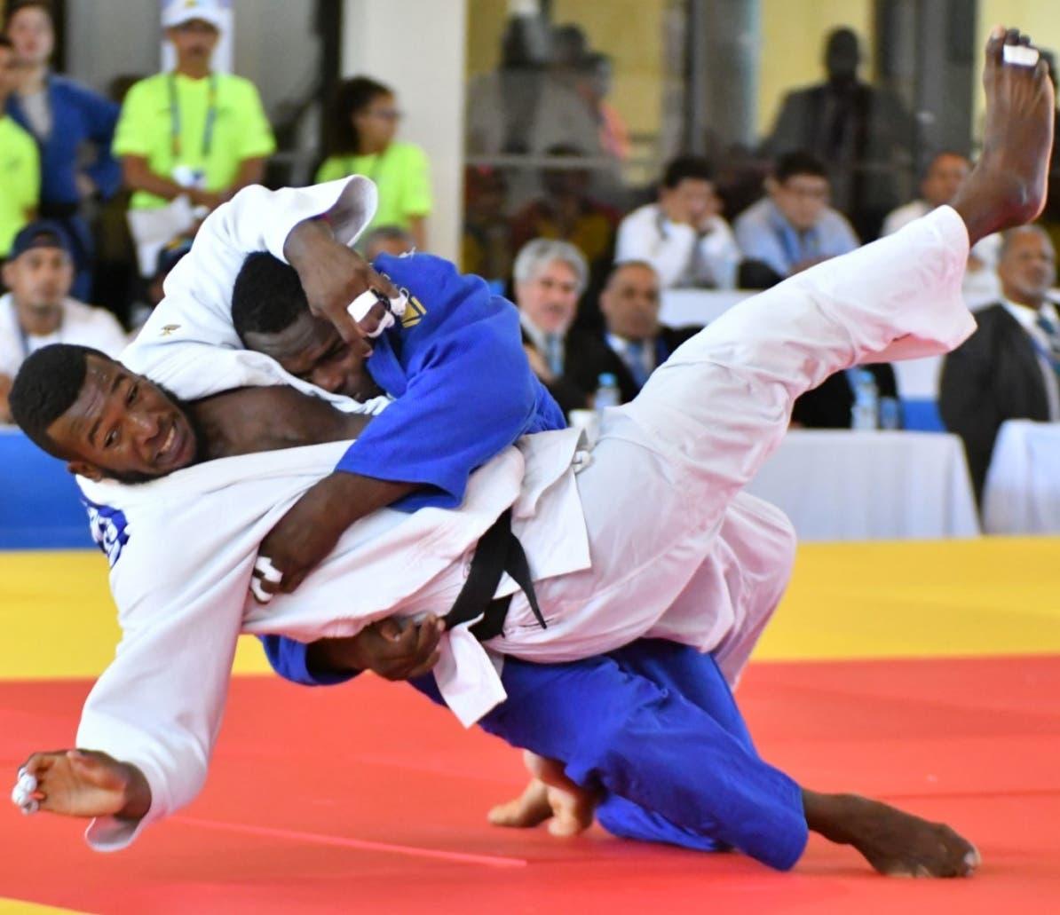 Lewis Medina en uno de sus combates en los Centroamericanos de Barranquilla.