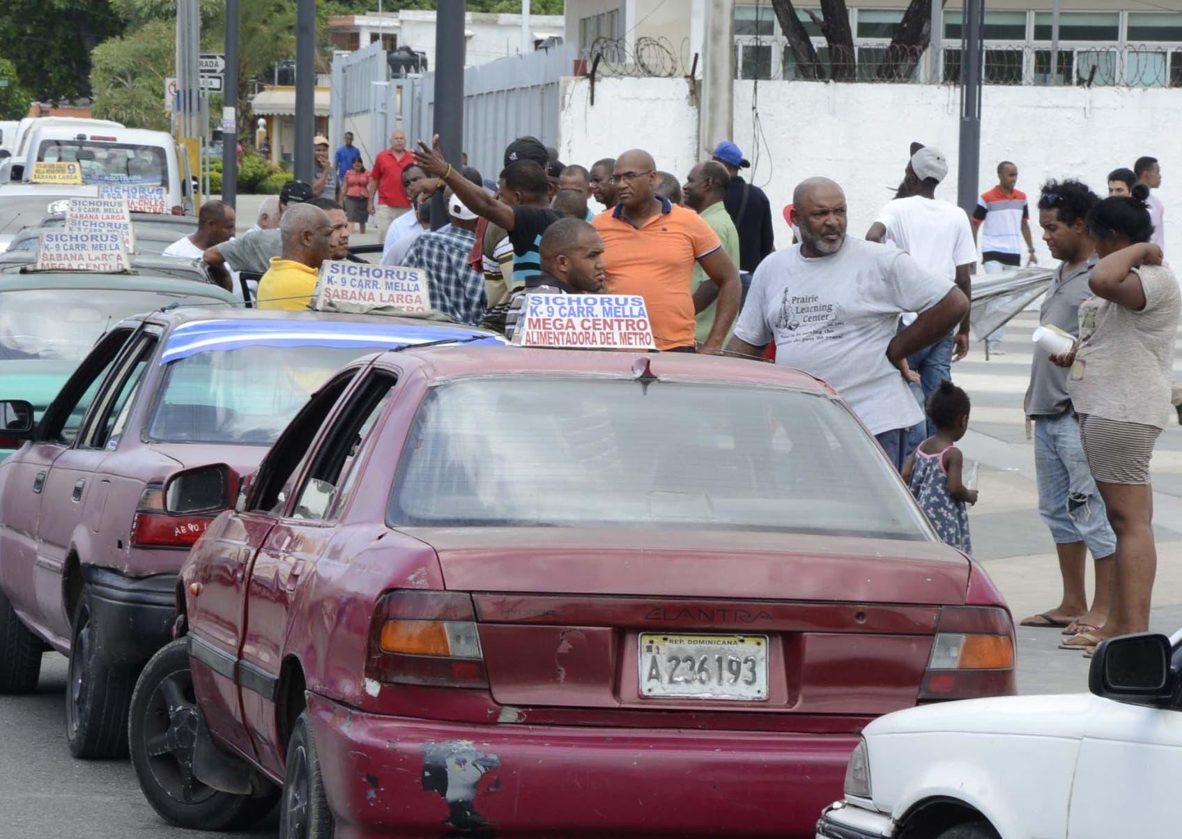 En su primer día de servicio, la gente estuvo  complacida de cruzar a la ciudad en apenas unos diez minutos. José de león