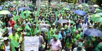 """Manifestantes     insistieron en la necesidad de que la """"delincuencia esté en las cárceles, no en el Estado"""" para establecer un país .  JOSE DE LEON Y ELIEZER TAPIA"""