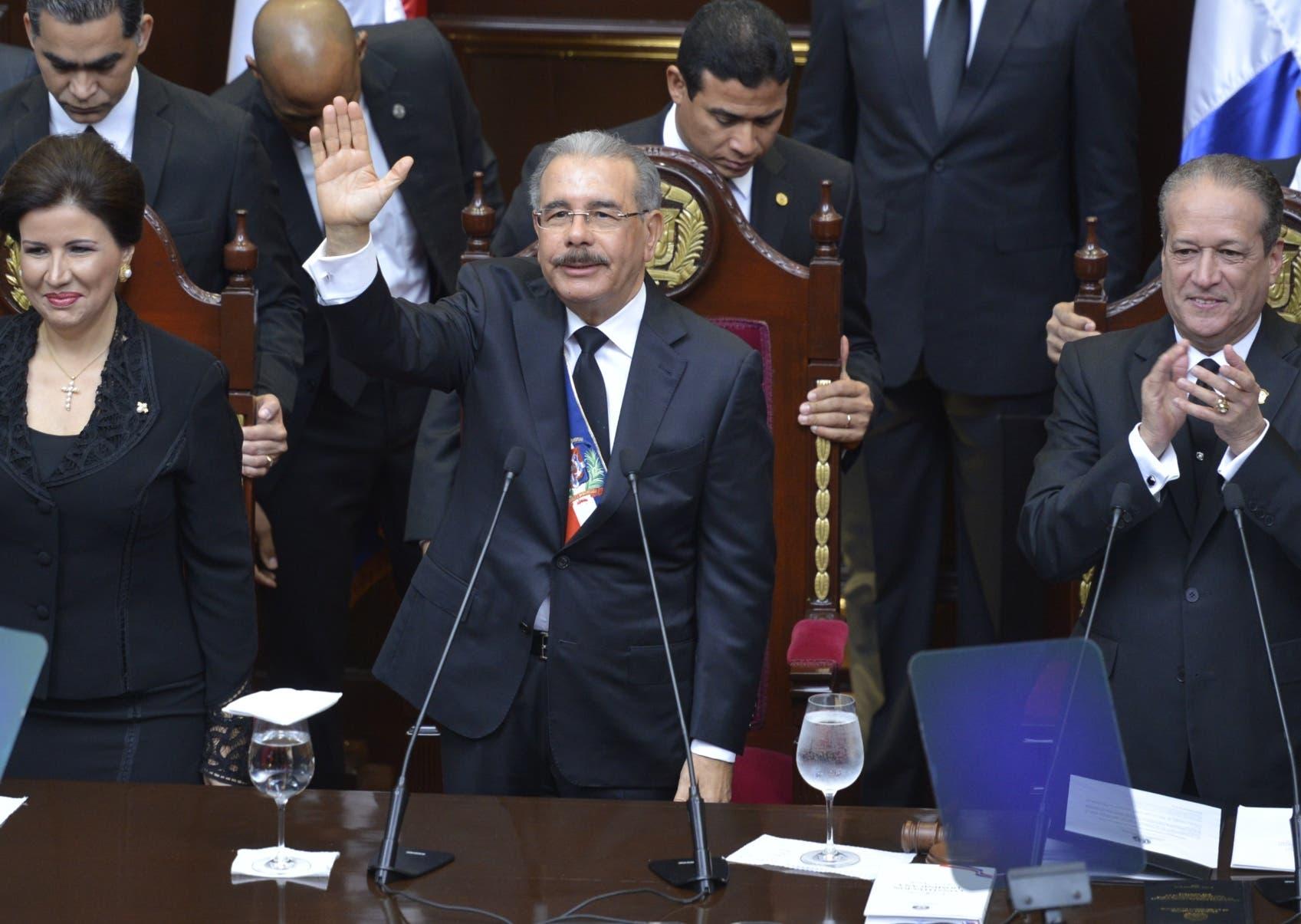 El presidente Danilo Medina ha navegado con una tímida oposición política, pero con mucha presión de sectores sociales.  archivo