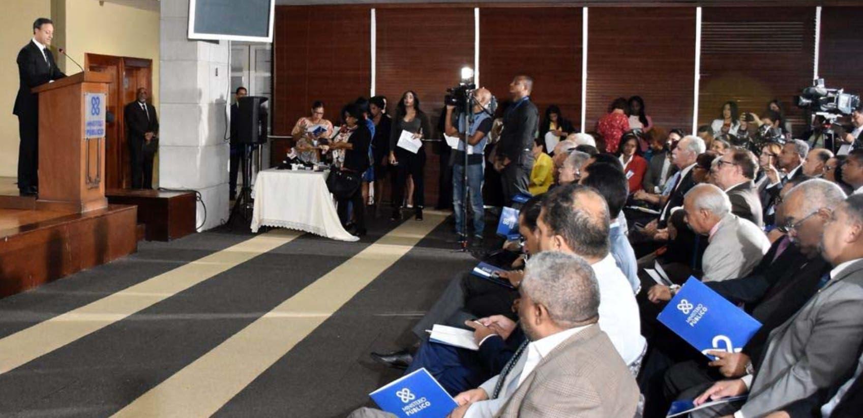 El procurador Jean Alain Rodríguez encabezó actividad junto a la ministra de Educación Superior, Alejandrina Germán.