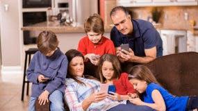 Los padres hacen lo mismo, aunque a una tasa menor, con 57%.