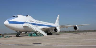 La tripulación del avión se compone del equipo de la cabina del piloto, los mecánicos y los auxiliares de vuelo.