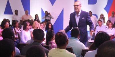 Luis Abinader responde preguntas de los jóvenes en una serie de conversatorios. fuente externa