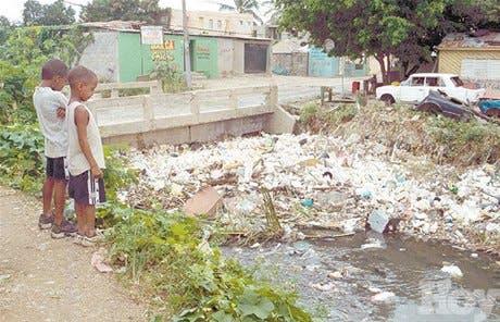 Moradores de Guajimía exigen al Presidente terminar proyecto de saneamiento pluvial