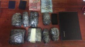 arrestan-dos-sujetos-en-sosua-y-le-ocupan-drogas-dinero-oc-y-una-yipeta-i