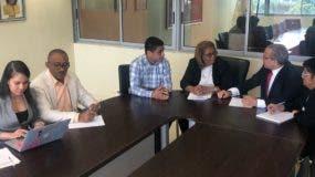 En la actividad estuvieron presentes además de los mencionados la vicedecana doctora Juana Encarnación, el Maestro Carlos Santiago, Director de Post- Grado de la FCE; Jonathan Corniel, Subdirector General de la DGGC; y Yuberkis Chevalier, Subdirectora Técnica de la DGGC.