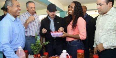 José Casimiro Ramos   en uno de las tantos proyectos que promueven.