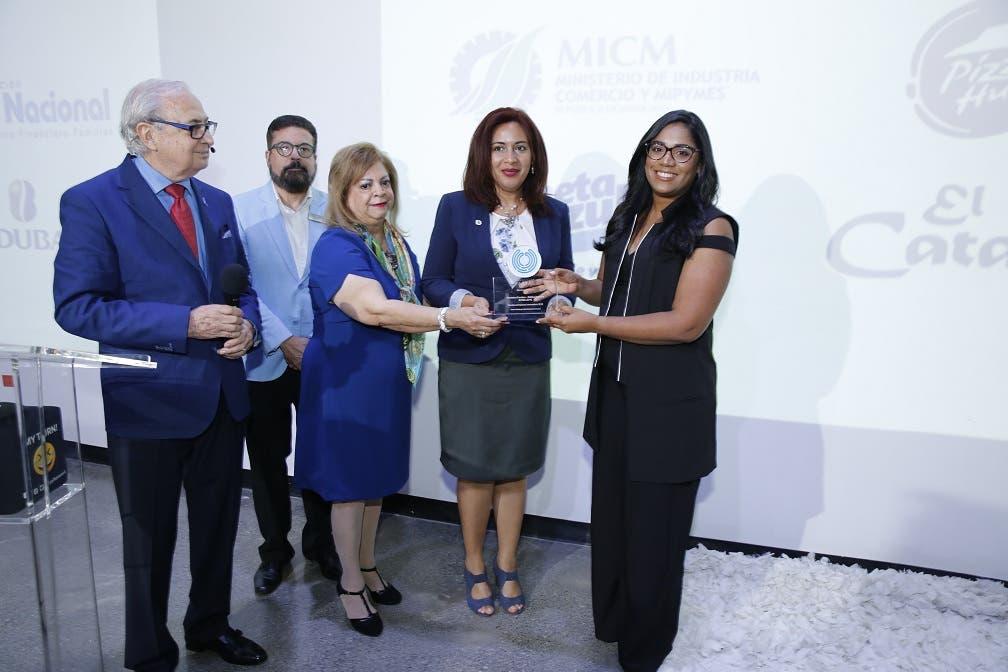 Dalisa Heredia, primera desde la derecha. Luis Sánchez Noble, Mildred Josefina Bergés, Etiene Sánchez Bergés y Vianna Gómez.