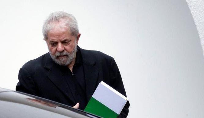Lula busca en el exterior legitimar una candidatura al borde del abismo