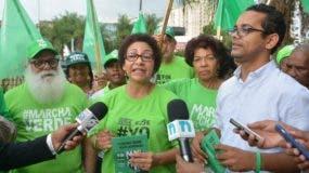 María Teresa Cabrera ofrece declaraciones a la prensa.