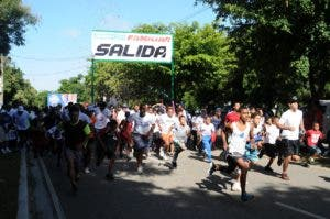 El maratón incluía un recorrido máximo de 10 kilómetros, donde unas 250 personas participaron con unas 2 horas para completarlo.