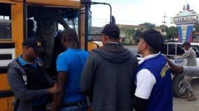 Luego de la depuración de los detenidos, 116 nacionales haitianos indocumentados, fueron trasladados a los pasos fronterizos de Dajabón y Elías Piña para su proceso de deportación.