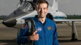 Esta fotografía del 6 de junio de 2017 muestra al aspirante a astronauta de la NASA, Robb Kulin, en el Campo Ellington, en Houston. Kulin renunció a la mitad de su programa de adiestramiento para astronauta de dos años en el Centro espacial Johnson en Houston, dijo la NASA el 28 de agosto de 2018. (Robert Markowitz/NASA vía AP)