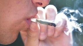 No penalizarán por fumar o poseer pequeña porción marihuana en Manhattan.