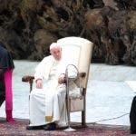 El Pontífice llegó el sábado a Irlanda para participar en el Encuentro Mundial de las Familias.  Se espera que se reúna con algunas de las víctimas de abusos sexuales por parte de miembros de la Iglesia. EFE