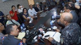 Vista de la reunión del director de la Policía, mayor general Ney Aldrin Bautista Almonte, con dirigente de la Marcha Verde. Foto: Eliecer Tapia/El Día.