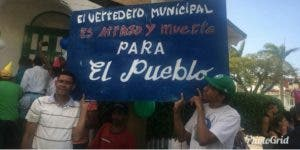 En la actividad de protesta pacífica estuvieron presentes dirigentes de los Derechos Humanos, además de los movimientos sociales Marcha Verde, Observatorio Puertoplateño y de todos los partidos políticos de oposición.