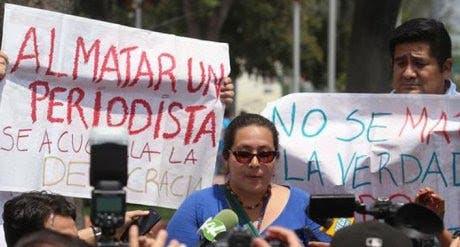 La Sociedad Interamericana de Prensa (SIP) condenó la nueva ola de violencia contra periodistas en Colombia y México.