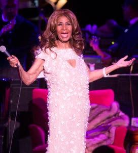 En esta foto del 26 de agosto del 2017, Aretha Franklin canta durante un concierto en el Mann Center for the Performing Arts en Filadelfia. Franklin murió el jueves 16 de agosto del 2018 en su casa en Detroit. Tenía 76 años. (Foto por Owen Sweeney/Invision/AP, Archivo)