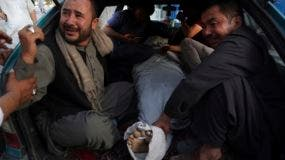 El ataque desató una balacera en la zona y las autoridades creen que podría elevarse la cifra de fallecidos.