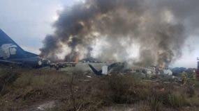 El avión AM2431 de Aeroméxico se estrelló poco después del despegue. Todas las personas a bordo sobrevivieron.
