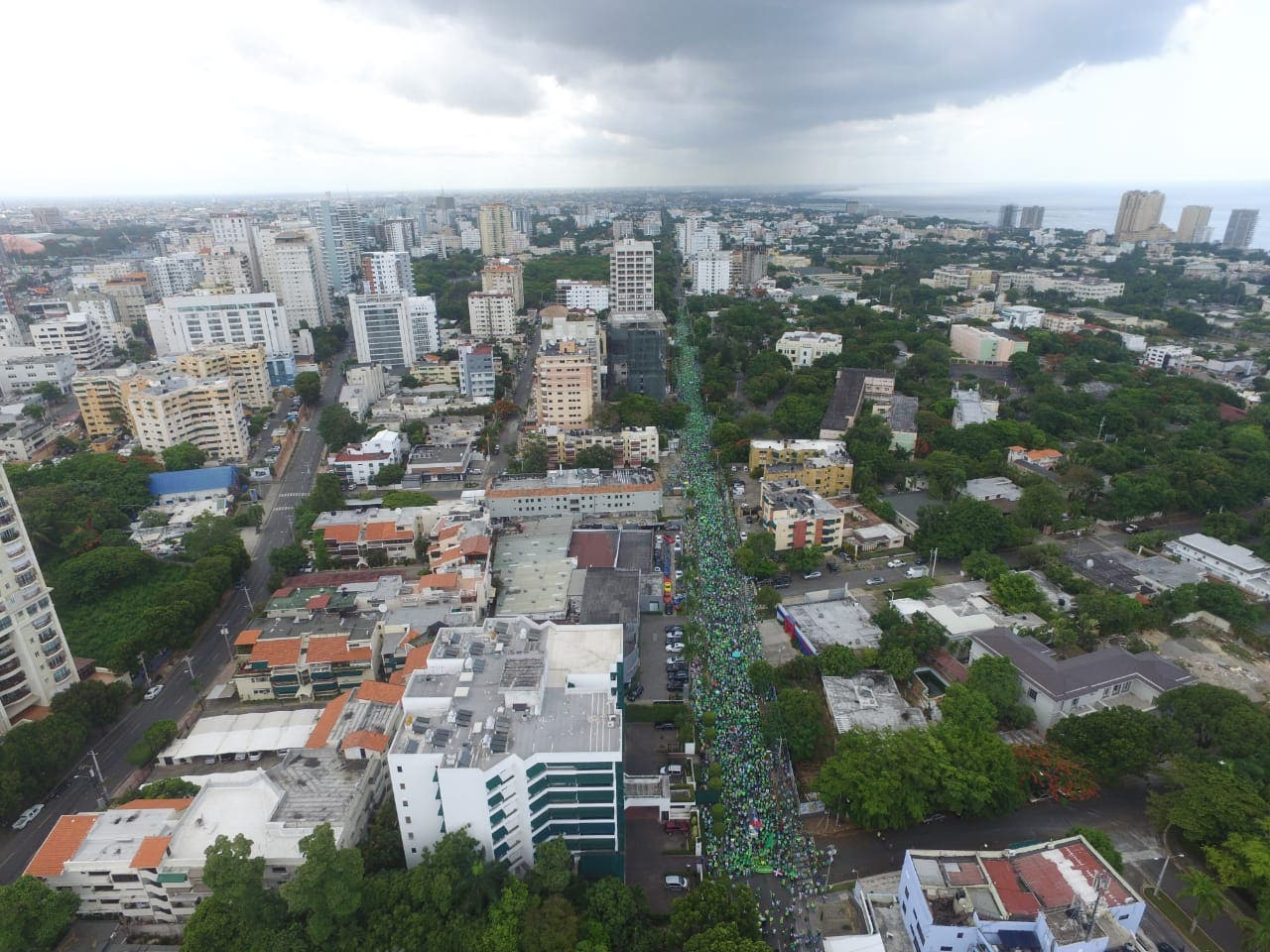 22. La movilización partió desde las avenidas 27 de Febrero con Tiradentes hasta el Centro de Los Héroes