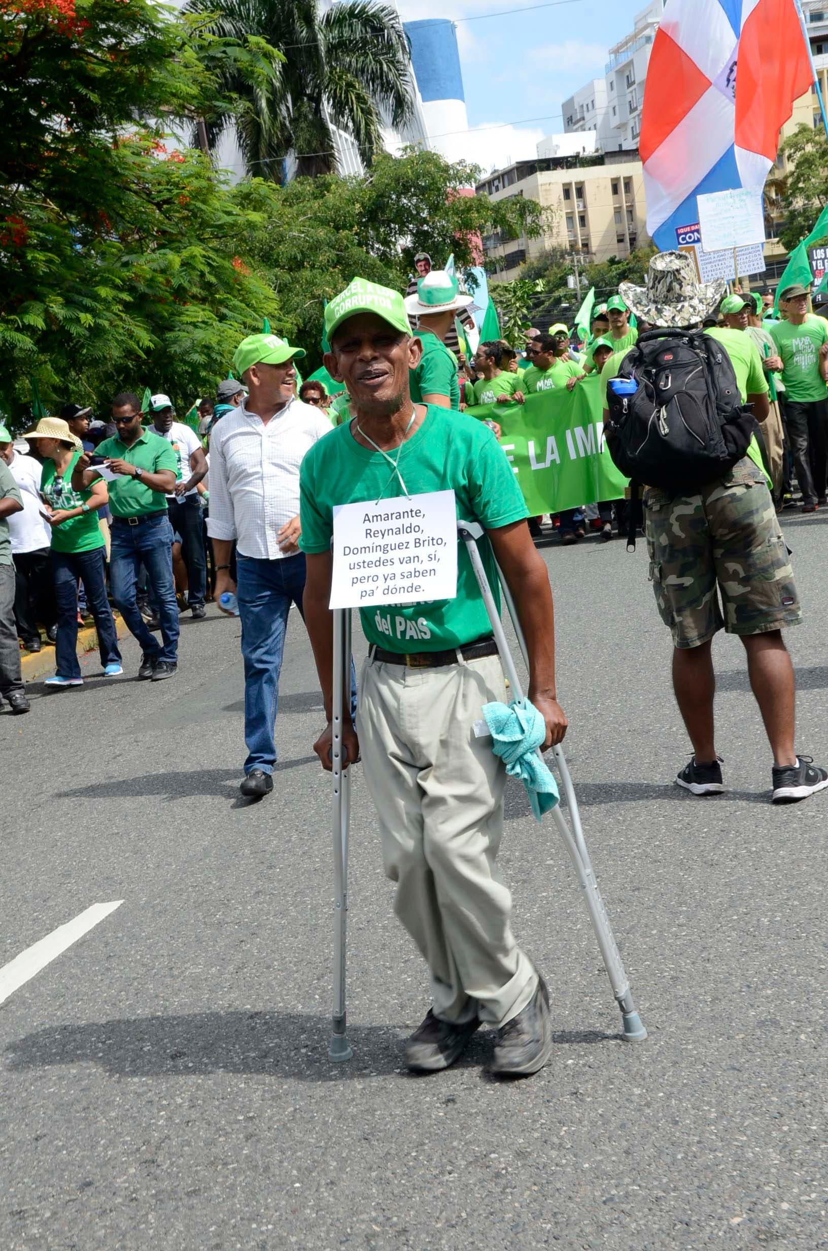 14. Varias personas con limitaciones fisicas apoyaron la marcha del millón