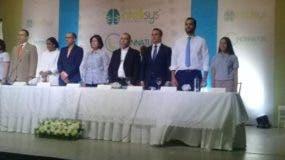 Los empresarios estuvieron acompañados de algunos funcionarios durante el acto.