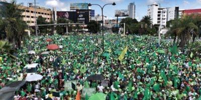 La marcha salió desde las avenidas 27 de Febrero con Tiradentes y finalizará en el Centro de Los Héroes .