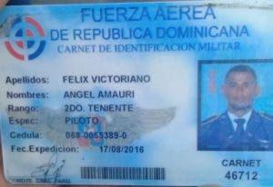 Carnet de la FARD del segundo teniente Ángel Amauri Felix Victoriano.