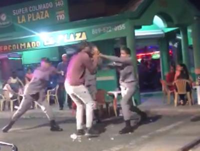 El joven fue detenido y golpeado por los agentes pese a que no opuso resistencia.