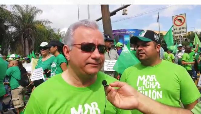 23. Antonio Taveras Guzmán en la marcha del millón