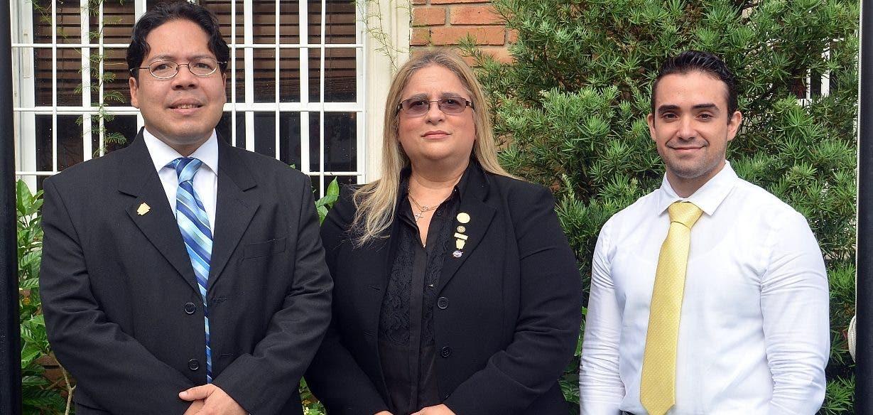 Henry Clarke, María de Ruiz-Alma y Roberto Fernández.