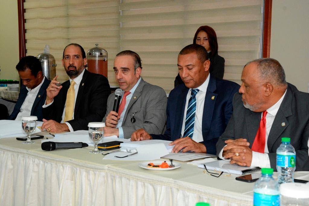 La Comisión Bicameral designada para el estudio del Proyecto de Ley Orgánica del Régimen Electoral.
